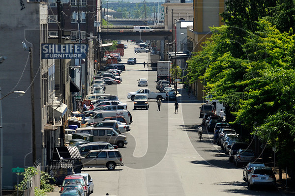The City of Portland has recommended that business and property owners in the Central Eastside Industrial District create a transportation management association to govern the parking permit program in the area and help make key decisions on transportation issues.