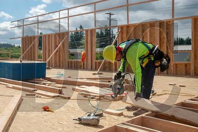 Juan Ledesma, a journeyman carpenter with Wood Mechanix, frames interior walls. (Josh Kulla/DJC)