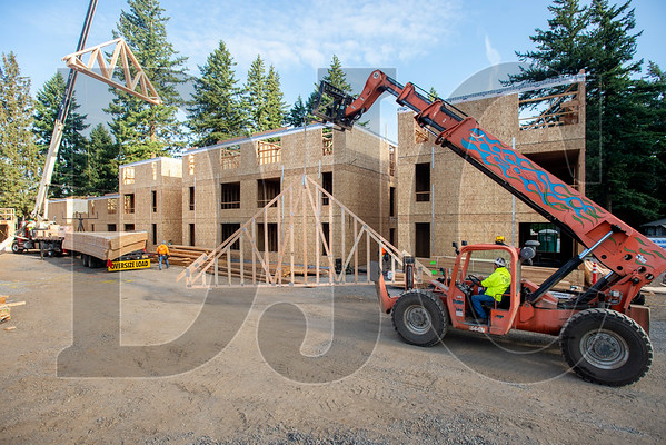 Kirk Downs, a journeyman carpenter and framing superintendent with Wood Mechanix, uses a telescoping forklift to move a roof truss. (Josh Kulla/DJC)