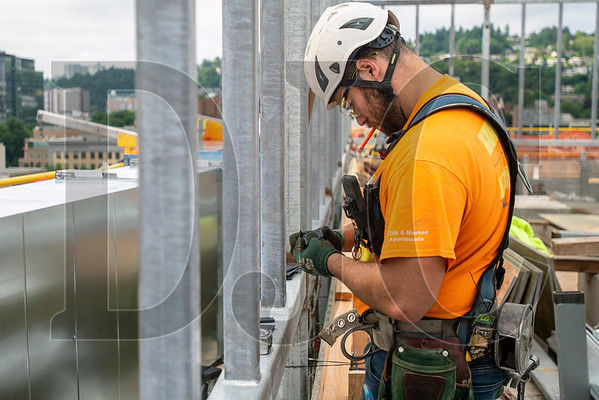 Donald Johnson Jr., a carpenter with Local 129 and an employee of Mortenson Construction, constructs formwork for the rooftop mechanical penthouse. (Josh Kulla/DJC)