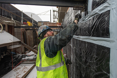 Gary Beck, a journeyman pointer/cleaner/caulker with Local 1 and an employee of Pioneer Waterproofing, applies sealant around a steel beam at a wall joint. (Josh Kulla/DJC)