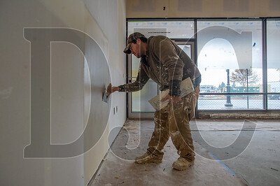 Ysidro Arellano, a drywaller with Bridgeport Construction, applies mud to a drywall joint at the new Oregon Tradeswomen, Inc. facility in Gresham. (Josh Kulla/DJC)