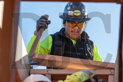 Wood Mechanix carpenter William Estrada frames interior walls. (Josh Kulla/DJC)