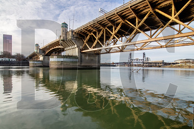 Multnomah County is set to decide by next summer whether to seismically reinforce or replace the Burnside Bridge. (Sam Tenney/DJC)
