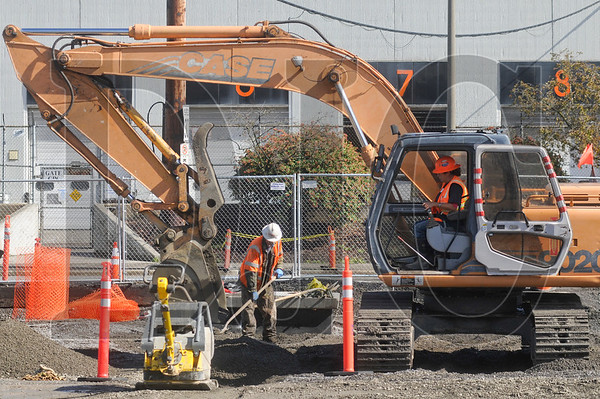 1002_Light_Rail_Digging_SA.jpg