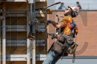Peter Albright, an apprentice carpetner with Local 1503 and Andersen Structures, Inc., constructs a steel wall form for the building core. (Josh Kulla/DJC)