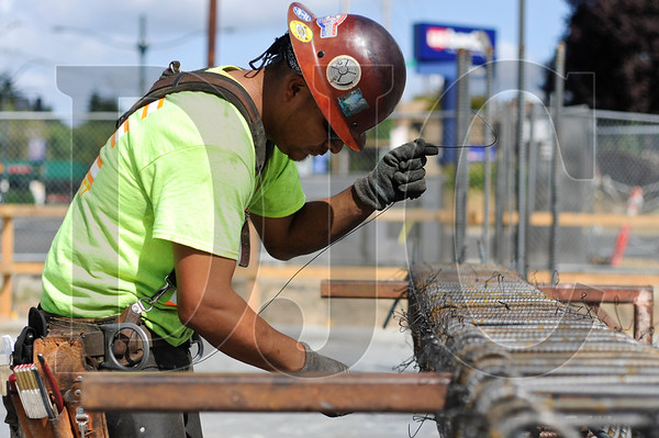 Journeyman ironworker Jesus Nolasco, an employee of Mowry Rebar and member of Local 29, wires a boundary column at the Prescott Apartments project in North Portland September 10.