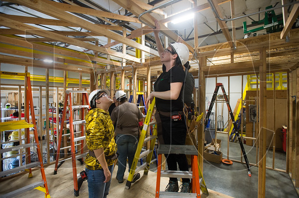 Oregon Tradeswomen instructor Erin Anderson gives pre-apprenticeship student Bethany Whitlock instruction on overhead light fixtures during a recent class at the NECA-IBEW Local 48 Electrical Training Center in northeast Portland. (Josh Kulla/DJC)