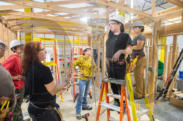 Bridget Quinn; a journeyman electrician and instructor at the NECA-IBEW Electrical Training Center; gives instruction to Oregon Tradeswomen pre-apprentice student Bethany Whitlock during a recent class at the training center in Northeast Portland. (Josh Kulla/DJC)
