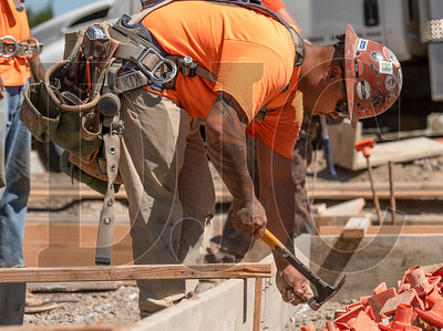 Apprentice carpenter Daniel Perez, a member of Local 1503 and an employee of RDF Builders, constructs formwork at the LISAH site. (Josh Kulla/DJC)