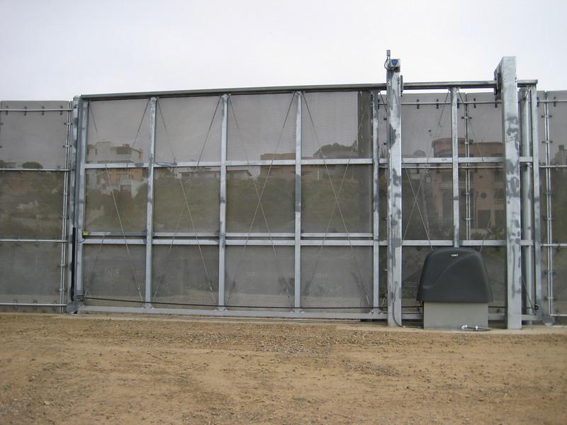 9550 Border fence 1