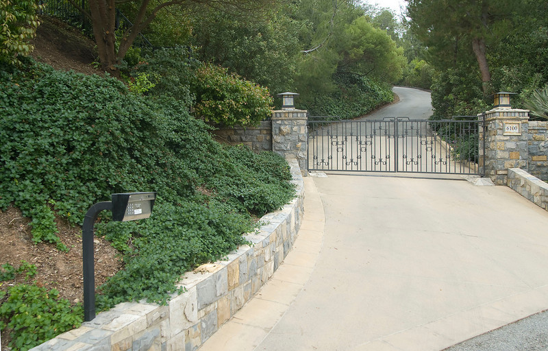 1812 swing gate long driveway