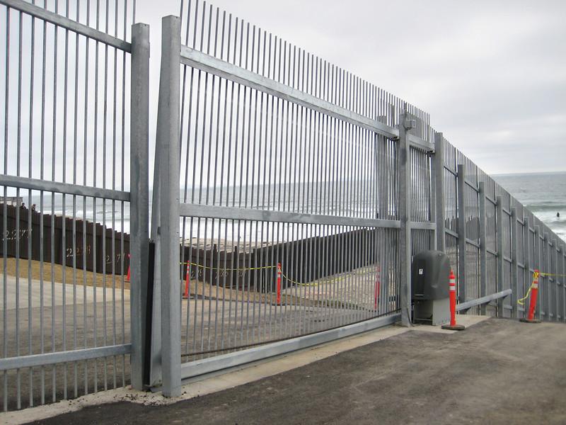 9550 Border fence 2