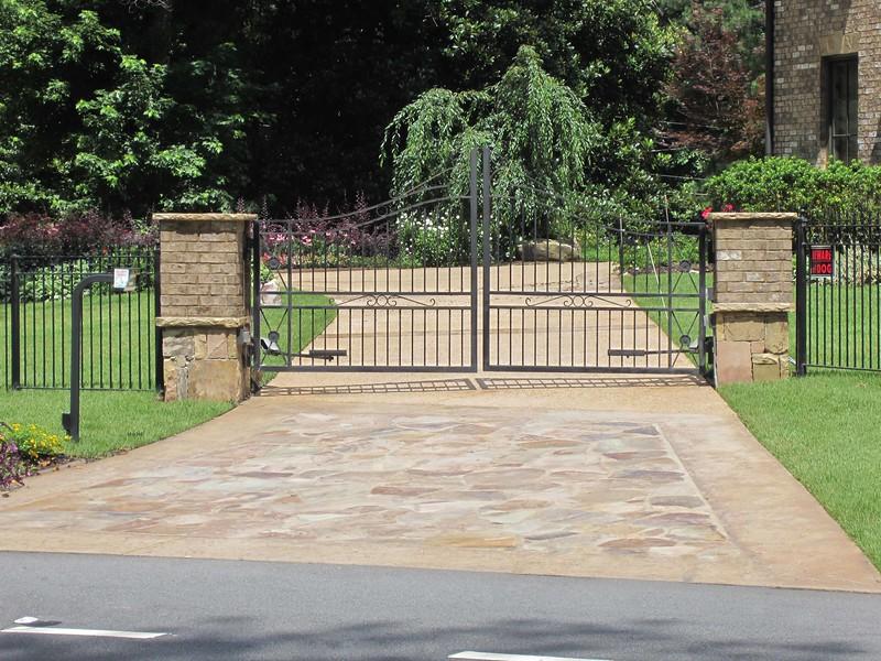 1812 Post Mount & 6300 Swing Gate