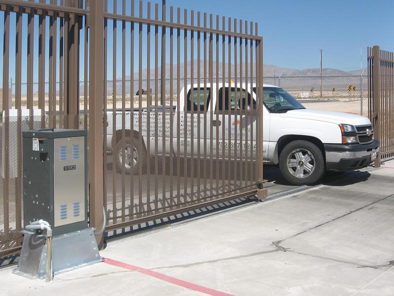 9200 brown gate-02