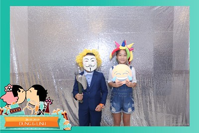 Dung-Linh-wedding-instant-print-photo-booth-Bien-Hoa-Dong-Nai-Chup-hinh-in-anh-lay-lien-Tiec-cuoi-WefieBox-Photobooth-Vietnam-046