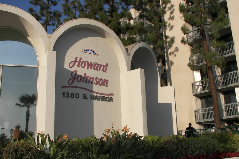 HOJO Anaheim. Howard Johnson near Disneyland