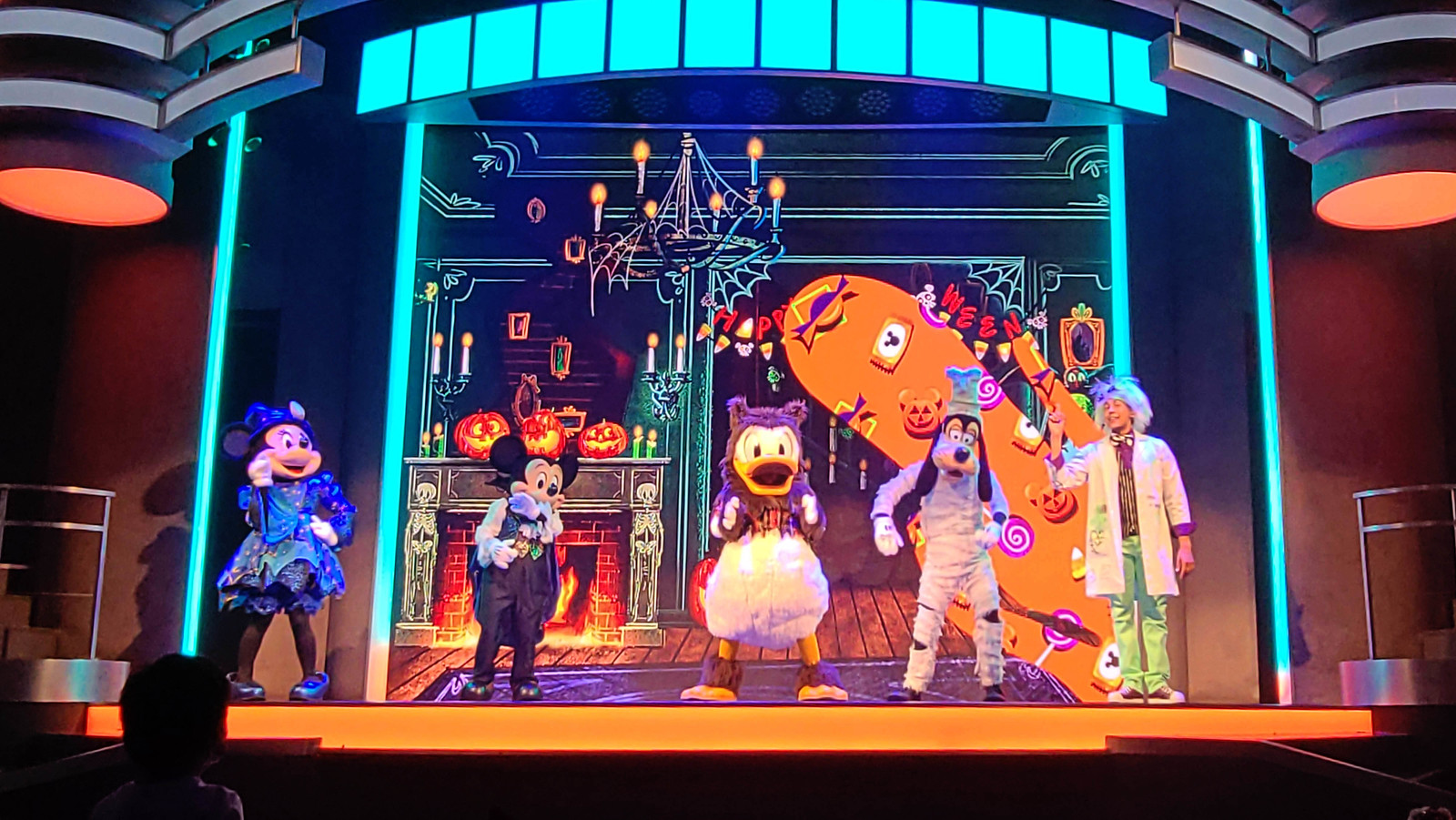 Oogie Boogie Bash Mickey's Trick & Treat show