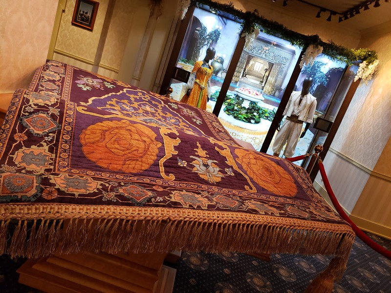 ALADDIN sneak peek flies into Disneyland with costumes, props, and more!