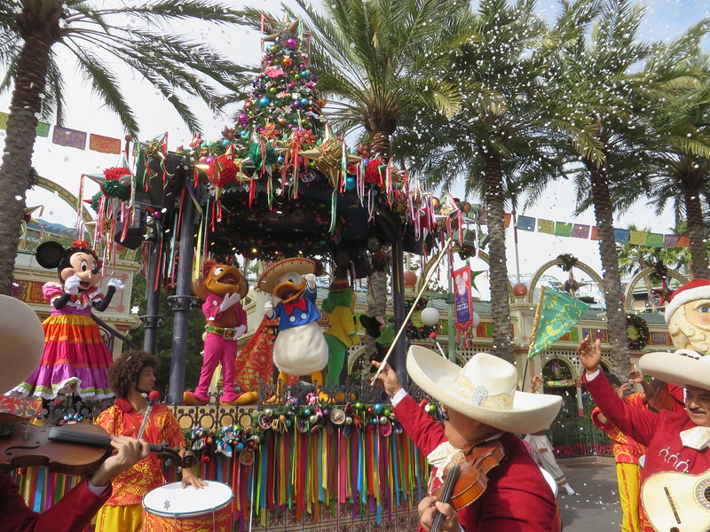 PICTORIAL: ¡Viva Navidad! expands with more merriment for the 2016 #DisneyHolidays
