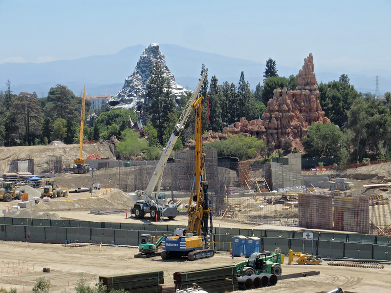 PICTORIAL: Star Wars progresses, refurbs continue in ToonTown, Tom Sawyer Island, new merch and more!