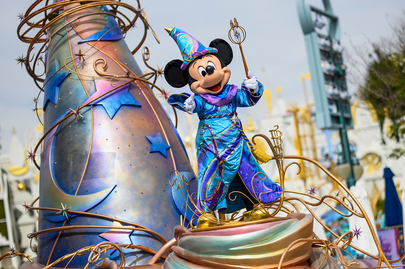 CLOSER LOOK: Obsession-worthy MAGIC HAPPENS parade is a beautiful addition to Disneyland