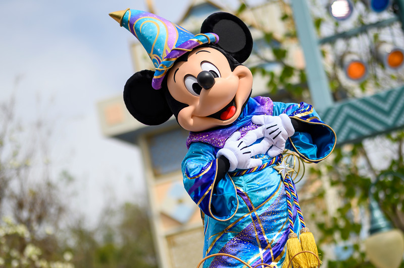 Virtual Front Row: Enjoy MAGIC HAPPENS parade at Disneyland with source audio