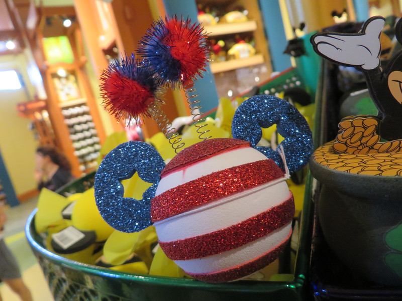 PICTORIAL: Fourth of July heats up, Star Wars land goes vertical, Garden Grill is back and more