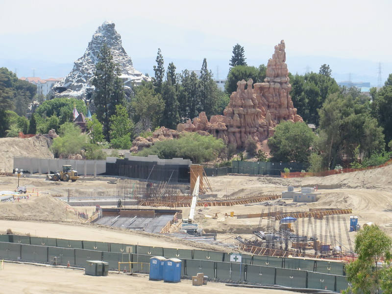 PICTORIAL: Tom Sawyer Island changes colors, Star Wars continues, Princesses expand empire, and more!