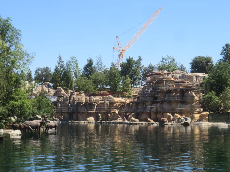 PICTORIAL: Tom Sawyer Island reopens, new looks at Star Wars Land, Father's Day, and more!