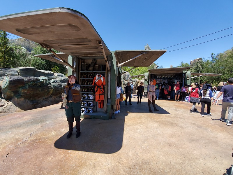 SWGE GUIDE: Inside 'Resistance Supply' at Star Wars: Galaxy's Edge in Disneyland