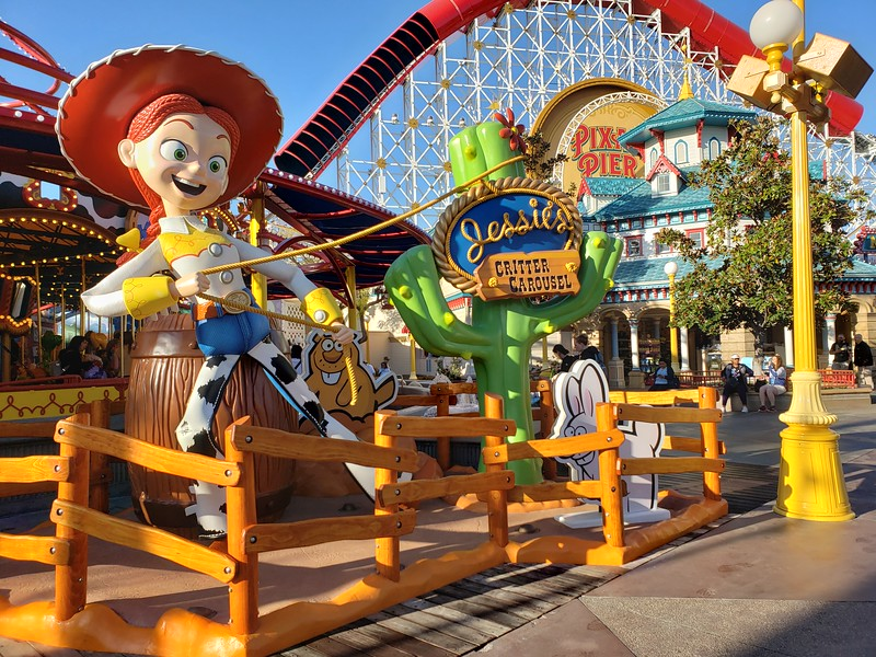 PICTORIAL: Disneyland Resort opens a new attraction, refurbs several more, plus Star Wars and more