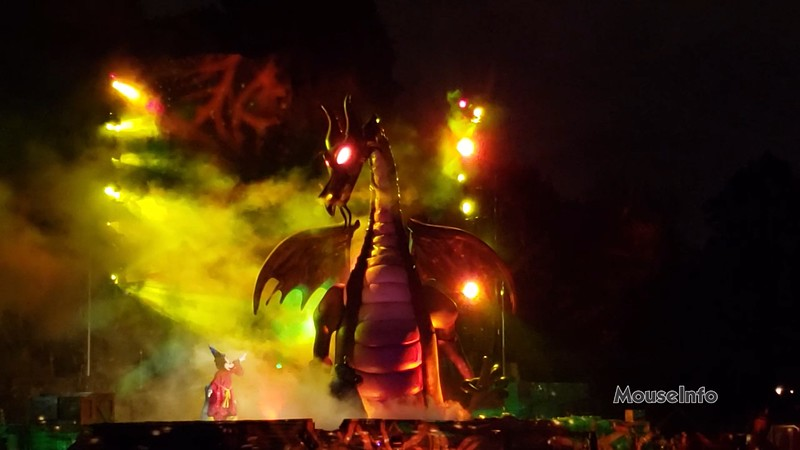 WATCH: FANTASMIC! lights the night once more at Disneyland!