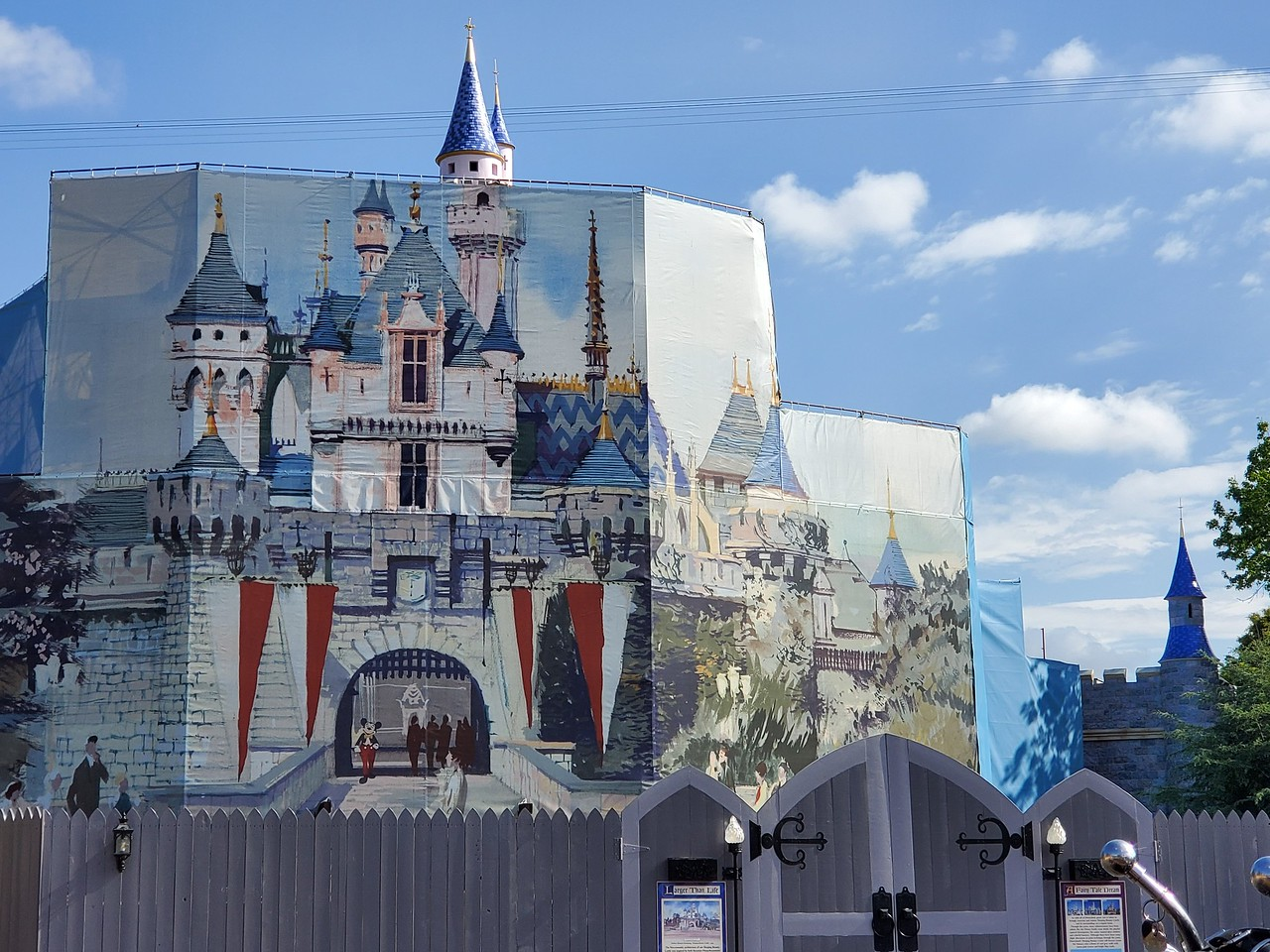 PICTORIAL: Project Stardust, Star Wars, Rinse and more keep the Happiest Place on Earth a buzz