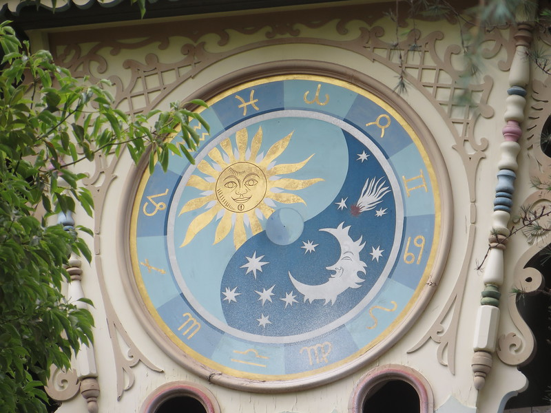 PICTORIAL: Star Wars Land progresses, Alice bursts through the looking glass, we find Dory, and more!