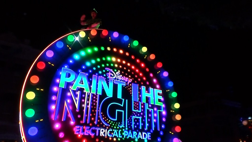 PAINT THE NIGHT dinner packages at Blue Bayou and Aladdin Oasis include reserved parade viewing