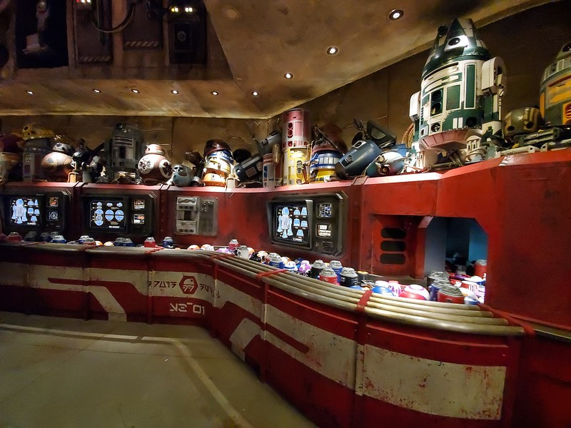 SWGE GUIDE: Inside 'Droid Depot' at Star Wars: Galaxy's Edge in Disneyland