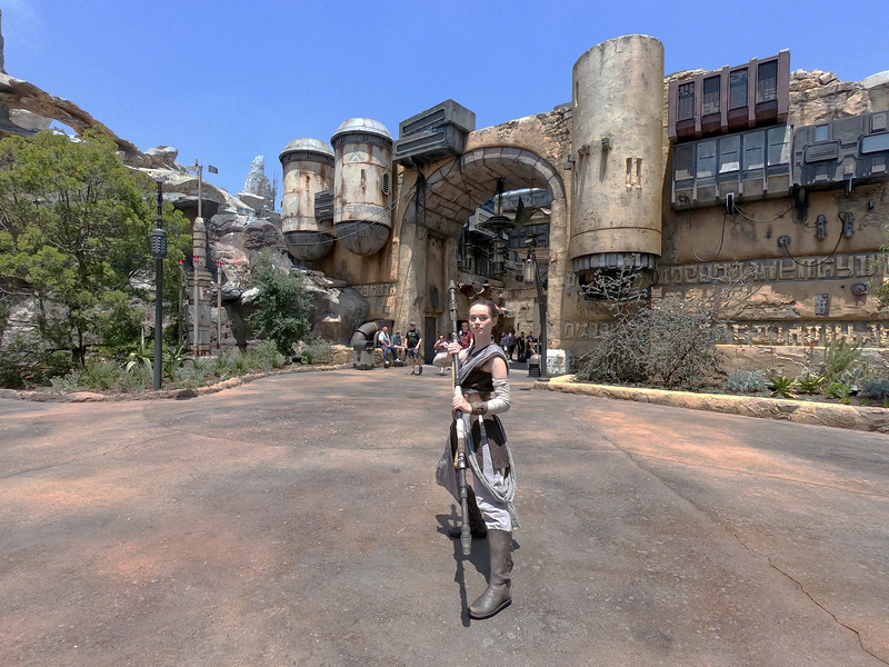 SWGE GUIDE: Meet the Characters, Droids, and Creatures of Star Wars: Galaxy's Edge in Disneyland