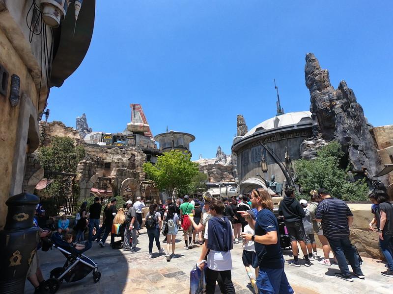Complete Guide: STAR WARS: GALAXY'S EDGE at Disneyland brings a galaxy far, far, away to Anaheim!
