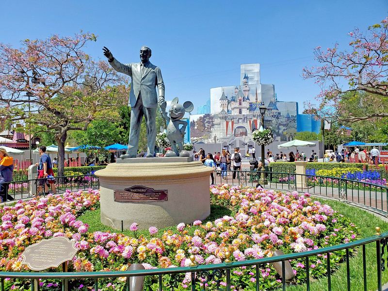 PICTORIAL: Spring blooms, construction zooms, Star Wars overload, Avengers land, and much more!