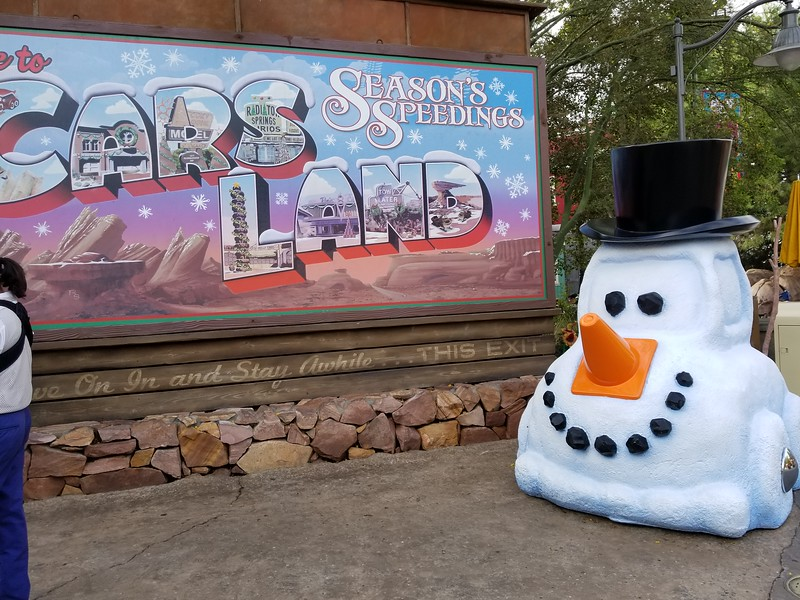 WATCH: Holiday-themed attractions debut in CARS LAND for the 2017 Disney Holidays