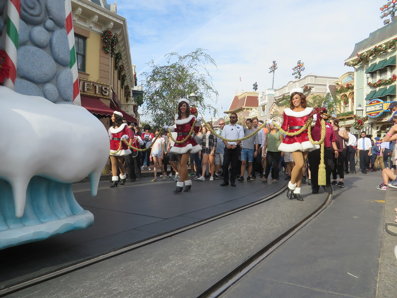 WATCH: A CHRISTMAS FANTASY parade returns to enchant the 2016 #DisneyHolidays season