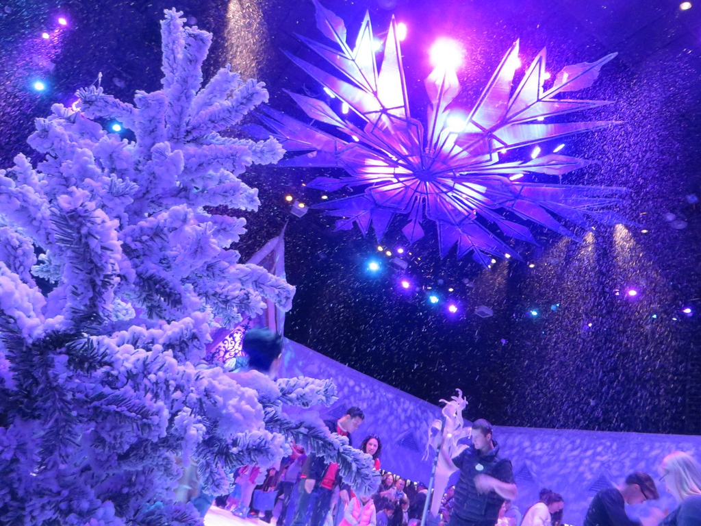 Play in the snow, go sledding, and more at Olaf's Snow Fest for 2015 #DisneyHolidays