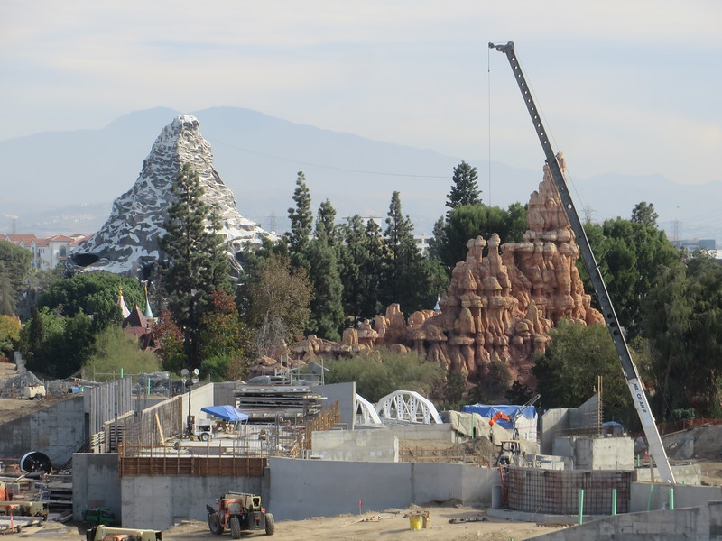 PICTORIAL: Disney Holidays continue to spread, Star Wars land gets updates