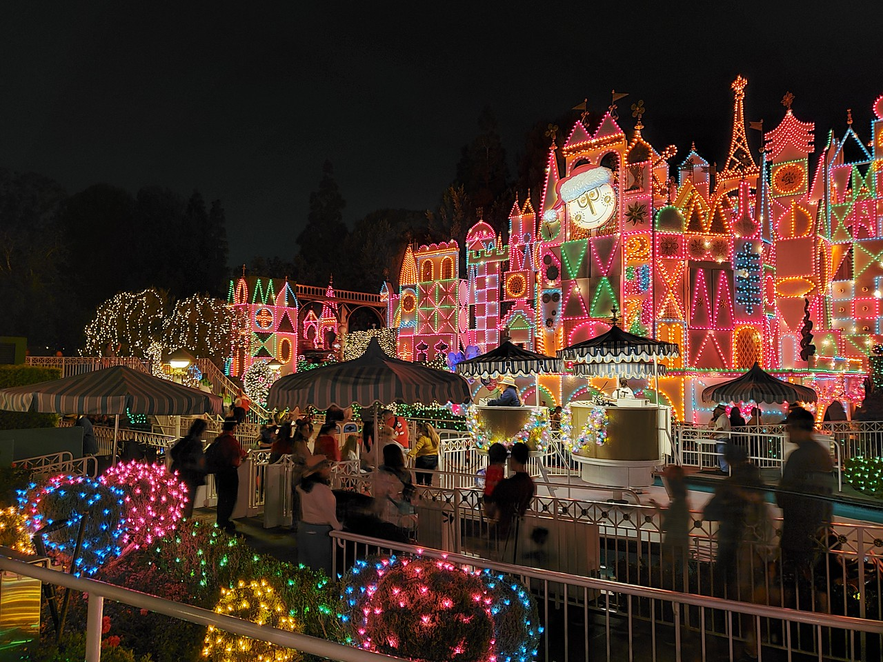 WATCH: 'it's a small world' Holiday remains the merriest cruise on Earth for the 2019 #DisneyHolidays