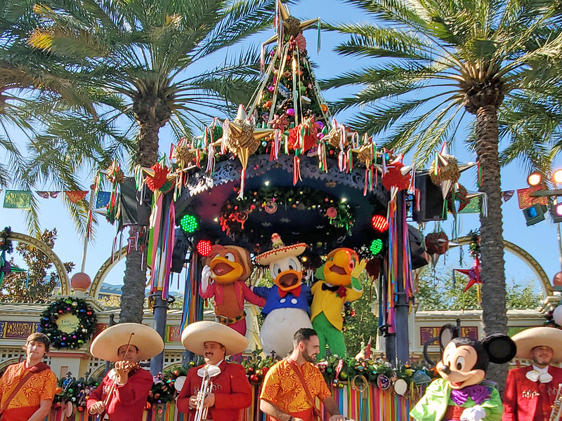 WATCH: ¡Viva Navidad! is still a must-see celebration for the 2019 #DisneyHolidays
