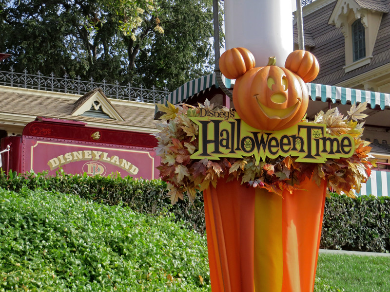PICTORIAL: Halloween Time munchin's and crunchins, refurbs continue, and more!