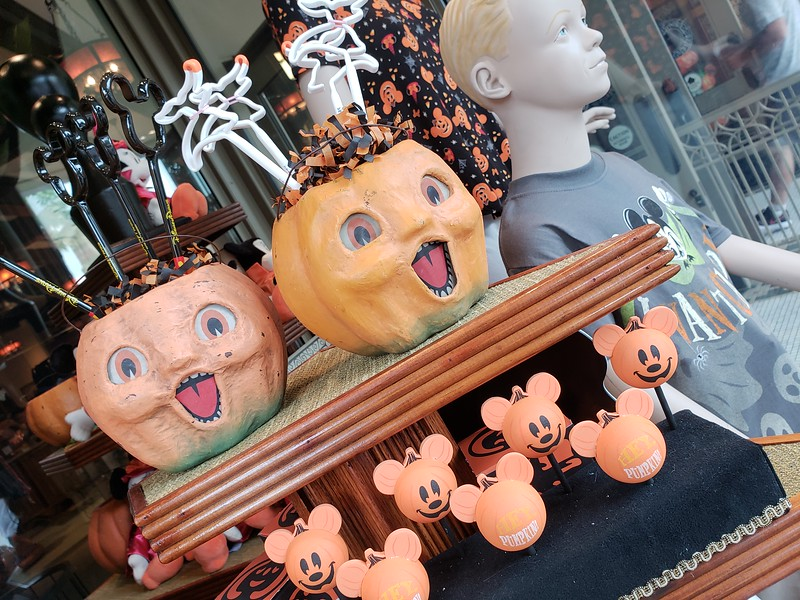 PICTORIAL: Bug's Land Out, Halloween In, Pixar Rests, Star Wars Builds, and much much more!