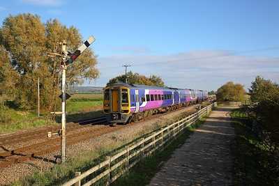 158815+158817 on the 1J49 1427 Hull to Sheffield at Crabley Creek on the 20th October 2018