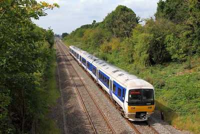 165013+165005 on the 2H18 Gerrards Cross to London Marylebone at Northolt Park on the 26th August 2017
